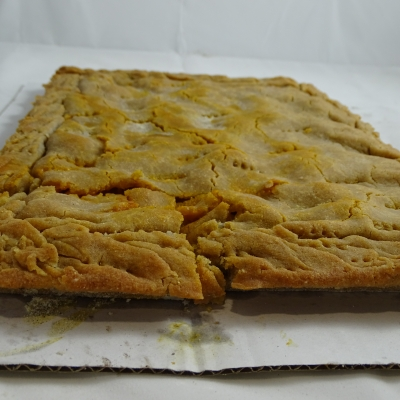 Empanada de maíz de bacalao con uvas pasas